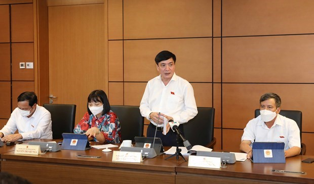 Vietnam should accelerate business recovery to keep up with global trend: legislators hinh anh 2