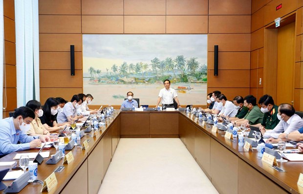 Vietnam should accelerate business recovery to keep up with global trend: legislators hinh anh 1