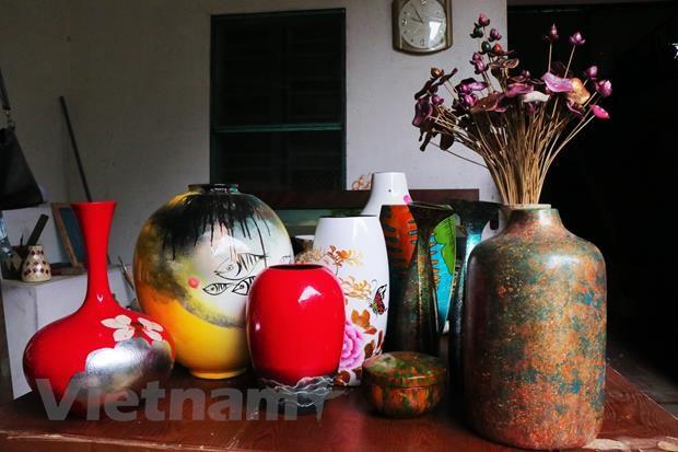 Ha Thai lacquerware village facing shortage of young hands hinh anh 1