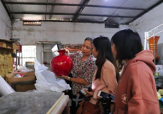 Ha Thai lacquerware village facing shortage of young hands hinh anh 2