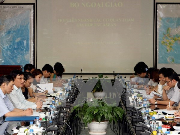 Vietnam eyes more effective ASEAN cooperation hinh anh 1