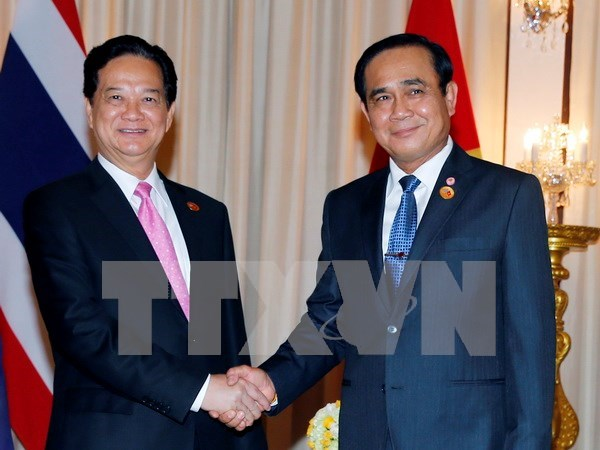 Vietnam-Thailand cooperation thriving across the board: PMs hinh anh 1