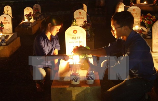 Candle vigil held to commemorate fallen soldiers nationwide hinh anh 1