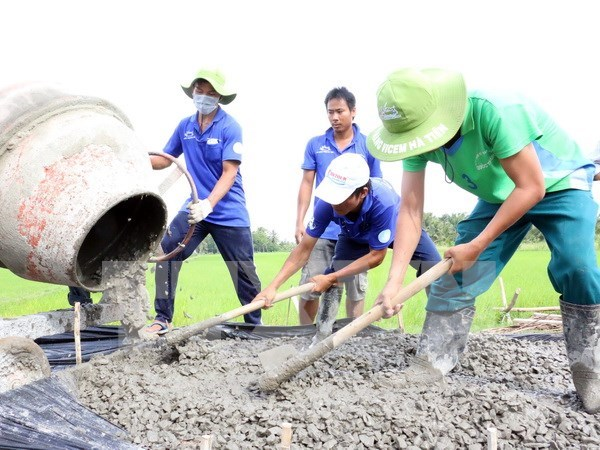 HCM City: Over 100 youth join volunteer activities in Laos hinh anh 1