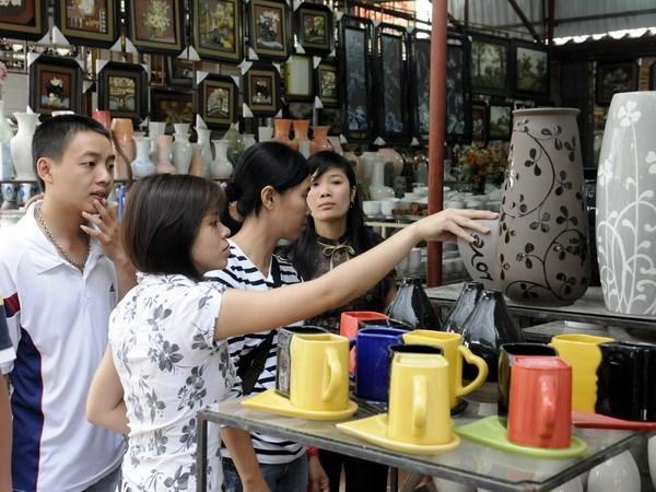 Bat Trang craft village seeks ways to boost development hinh anh 1