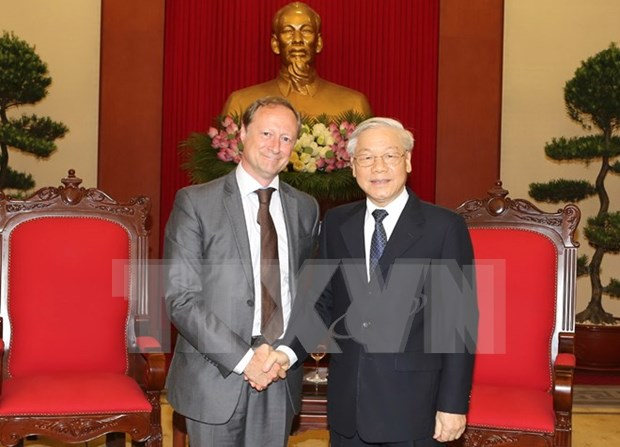 Party leader meets outgoing Belgian ambassador hinh anh 1