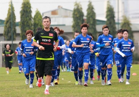Women's football team gather for Olympic qualifiers hinh anh 1
