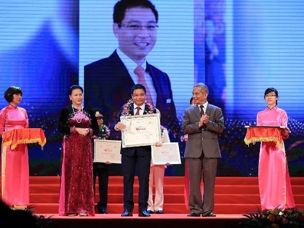 Vietnam Glory honours outstanding individuals, organisations hinh anh 1