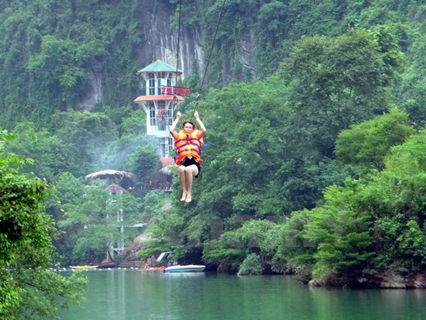 Record set for Vietnam's longest zip-line system hinh anh 1