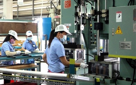 Industrial production index rises 9.9 percent in seven months hinh anh 1