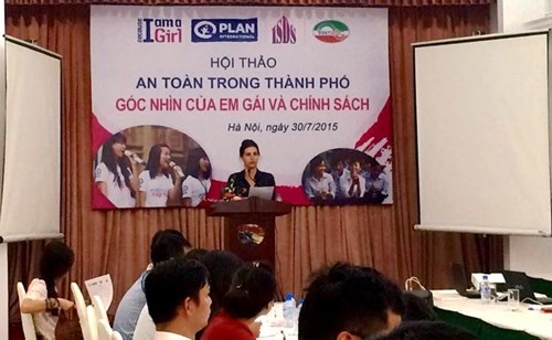 Safety of adolescent girls on public transport discussed hinh anh 1