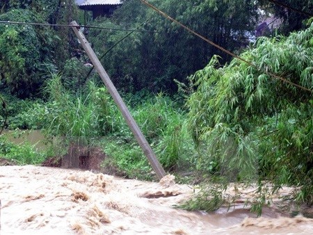 Rain, floods leave thousands without power hinh anh 1
