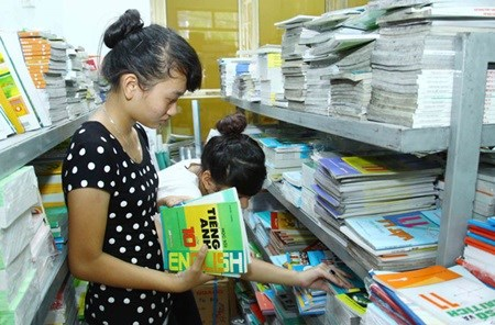 Parents choose domestically made school supplies hinh anh 1