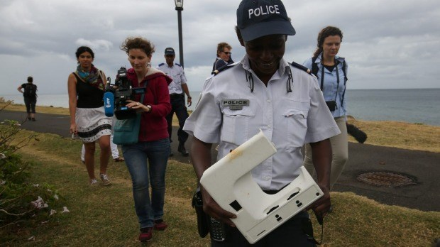 Malaysia: More plane debris found on Reunion Island hinh anh 1