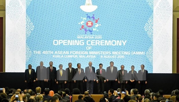 ASEAN+3, EAS meetings promote regional connection hinh anh 1