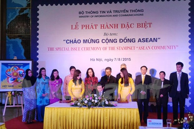 ASEAN Community commemorative stamp rolled out hinh anh 1