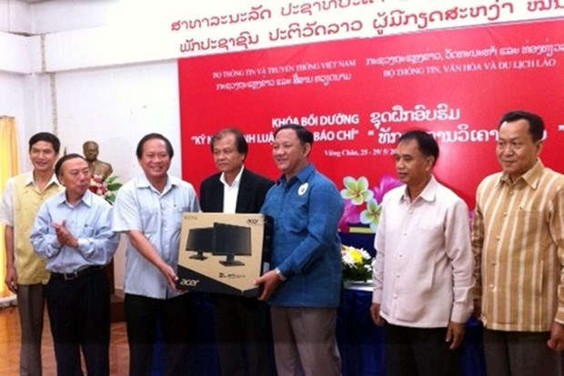 More training courses held for Lao journalists hinh anh 1