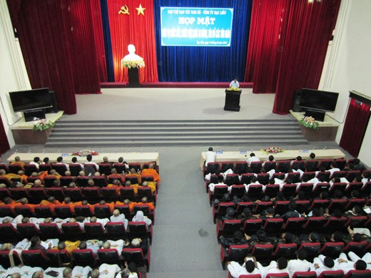 Bac Lieu officials meet with ethnic, religious representatives hinh anh 1