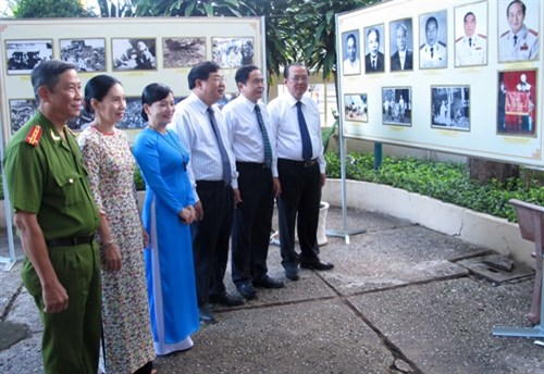 Exhibition on 100 years of transport in Can Tho opens hinh anh 1