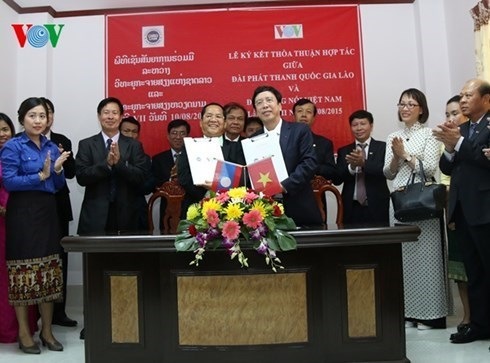 Vietnamese, Lao national radio boost cooperation hinh anh 1
