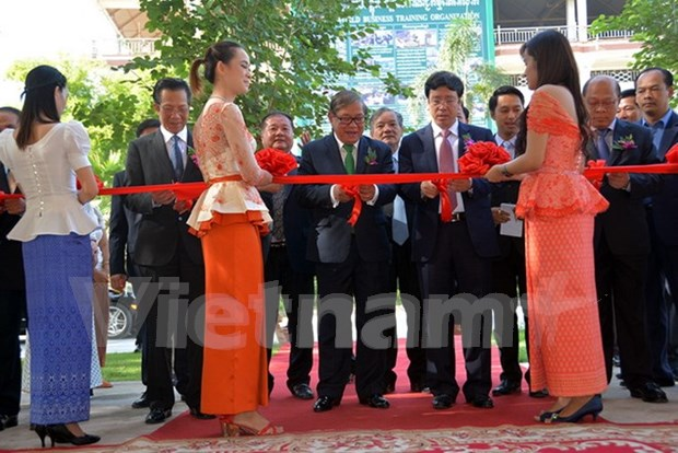 Vietnamese-funded radio station inaugurated in Cambodia hinh anh 1