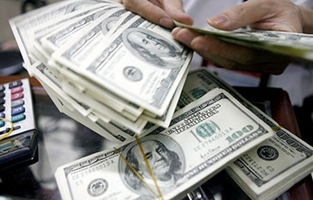 Greenback, gold prices soar as China devalues hinh anh 1