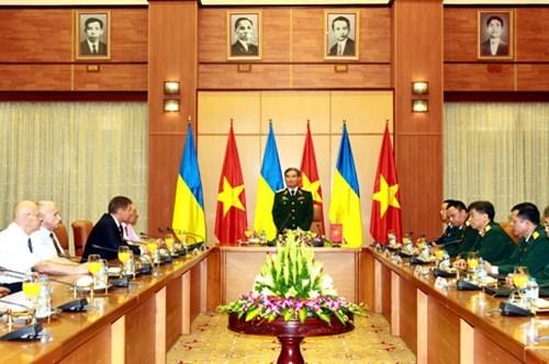 War veterans from Ukraine welcomed in Hanoi hinh anh 1