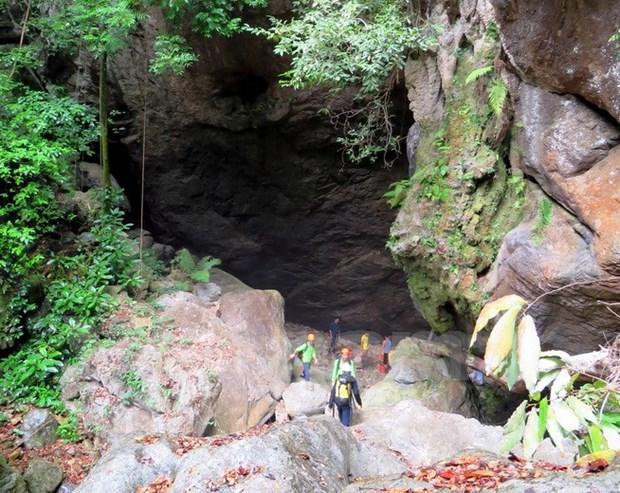 New adventurous tour explores unique caves in Quang Binh hinh anh 1
