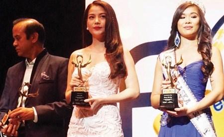 Actress Anh takes home int'l award hinh anh 1