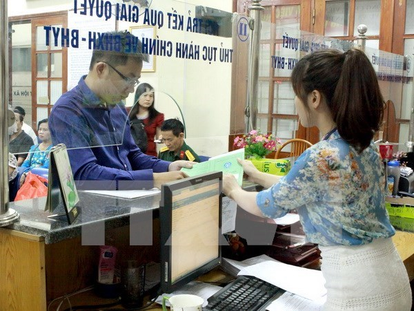 Quang Binh collects feedback on public services via mobile phones hinh anh 1