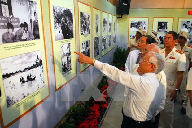 Exhibition highlights Government's 70-year development hinh anh 1