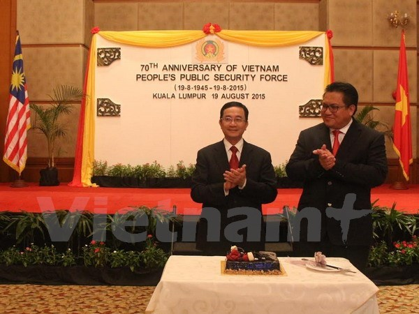 Public security force's traditional day celebrated overseas hinh anh 1