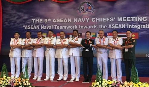 Vietnam attends ASEAN navy chiefs' meeting hinh anh 1