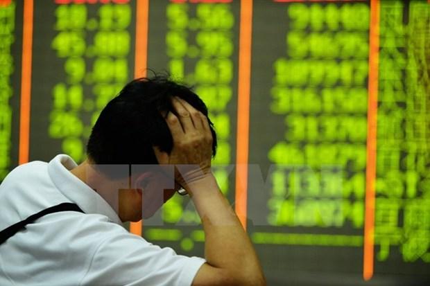 Singapore's stock market tumbles hinh anh 1