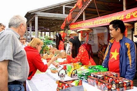 Vietnamese products light up traditional Ukrainian fair hinh anh 1