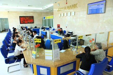 Small banks fight against takeovers hinh anh 1