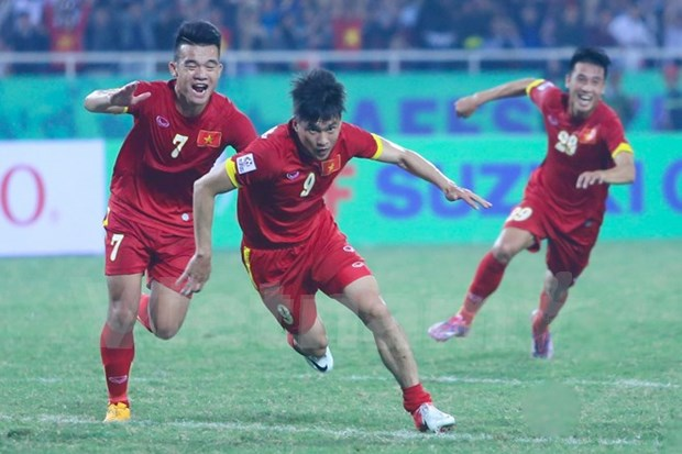 Vietnamese striker receives ASEAN award for best goal 2014 hinh anh 1
