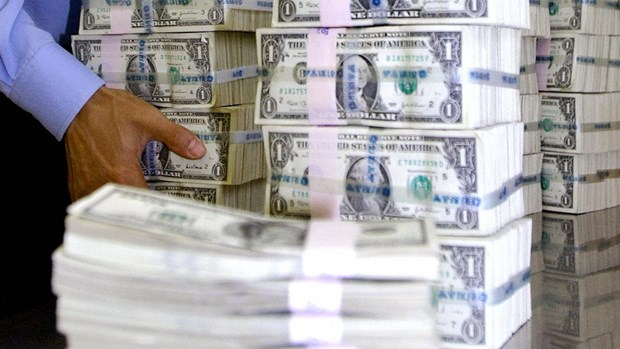 US dollar stays at high level hinh anh 1