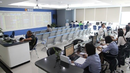 Shares rebound from 'Black Monday' hinh anh 1