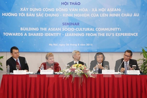 ASEAN, EU share experiences in community development hinh anh 1