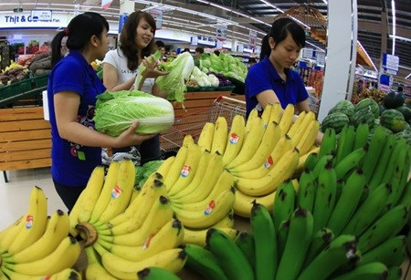 Consumer confidence falls in August hinh anh 1