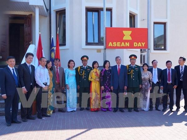 Flag raised in Ukraine to mark ASEAN founding anniversary hinh anh 1