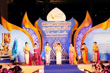 Thailand's airport holds silk celebration hinh anh 1