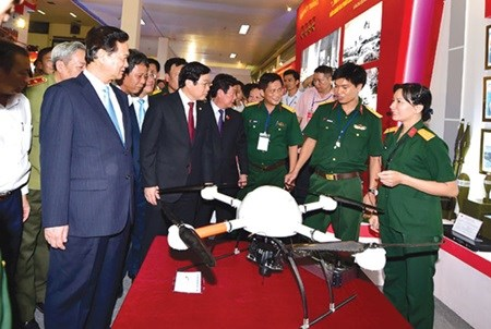 Exhibition features Vietnam's 70-year achievements hinh anh 1