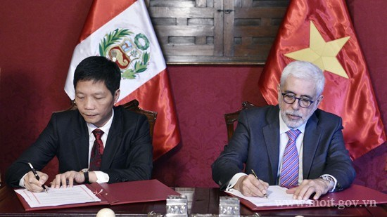 Vietnam, Peru boost trade and economic cooperation hinh anh 1