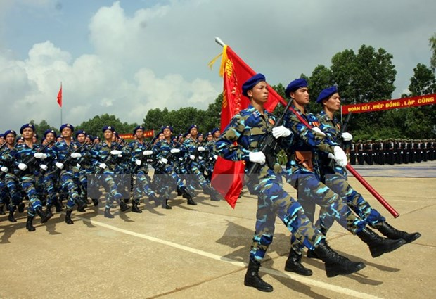 Massive parade lures media attention hinh anh 1