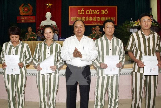 Hanoi detention camp frees nearly 300 prisoners hinh anh 1