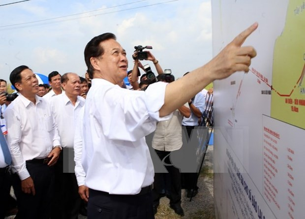 PM launches power supply project to southern island commune hinh anh 1