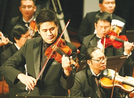 HCM City orchestra to celebrate 21st birthday hinh anh 1