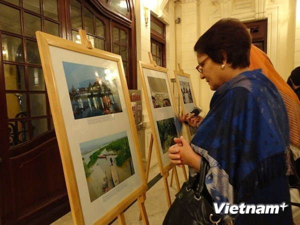 Photo exhibition on ASEAN's 48-year path launched in Hanoi hinh anh 1